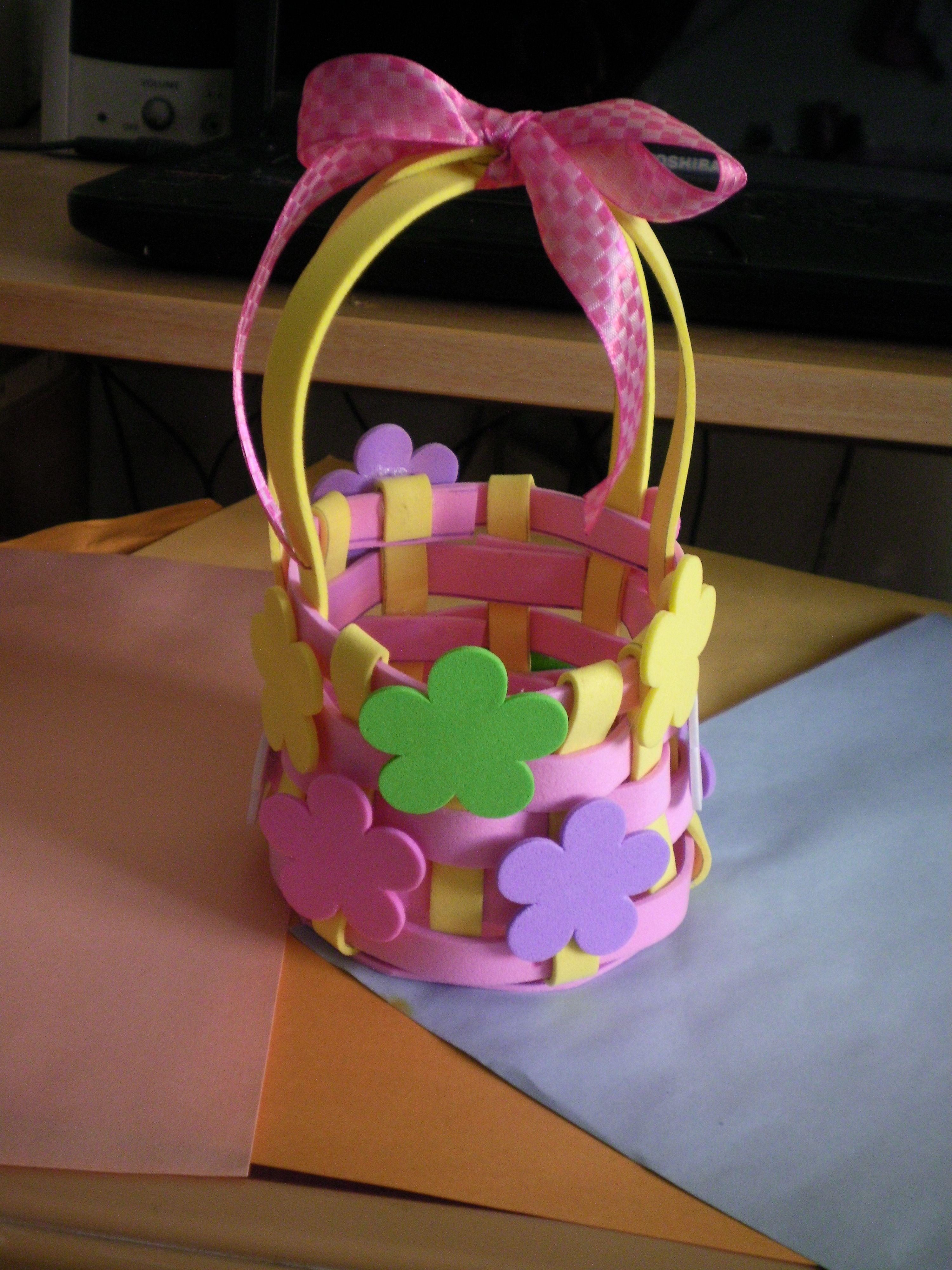 Canasta en goma eva** | Goma Eva | Pinterest | Easter basket crafts, Foam  crafts, Vbs crafts