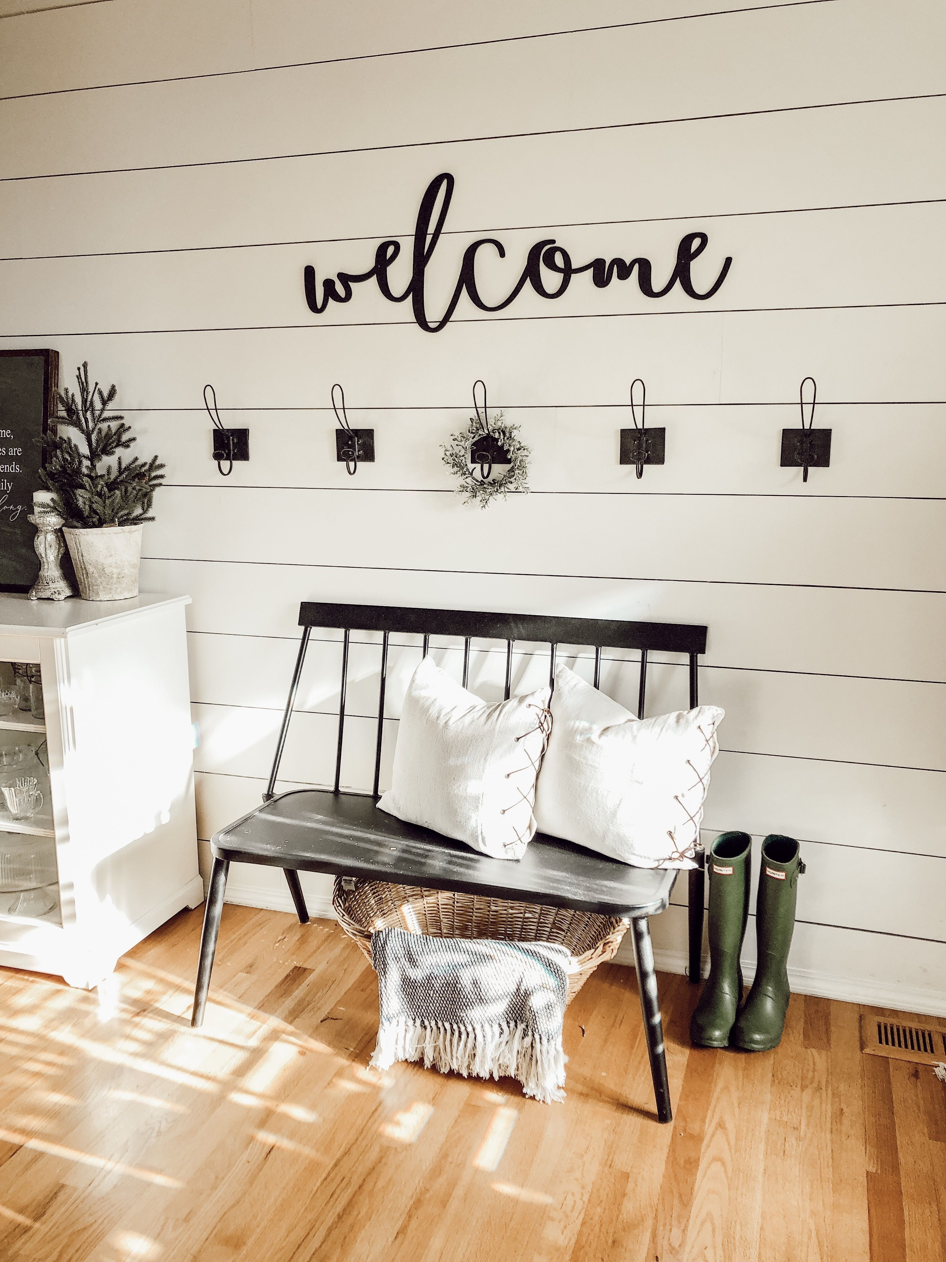 Wall Decor Behind Couch Lovely Cottage Farmhouse Living ...