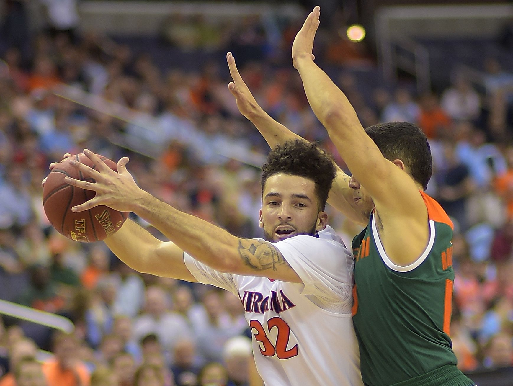 This season, Virginia basketball is in London Perrantes's hands
