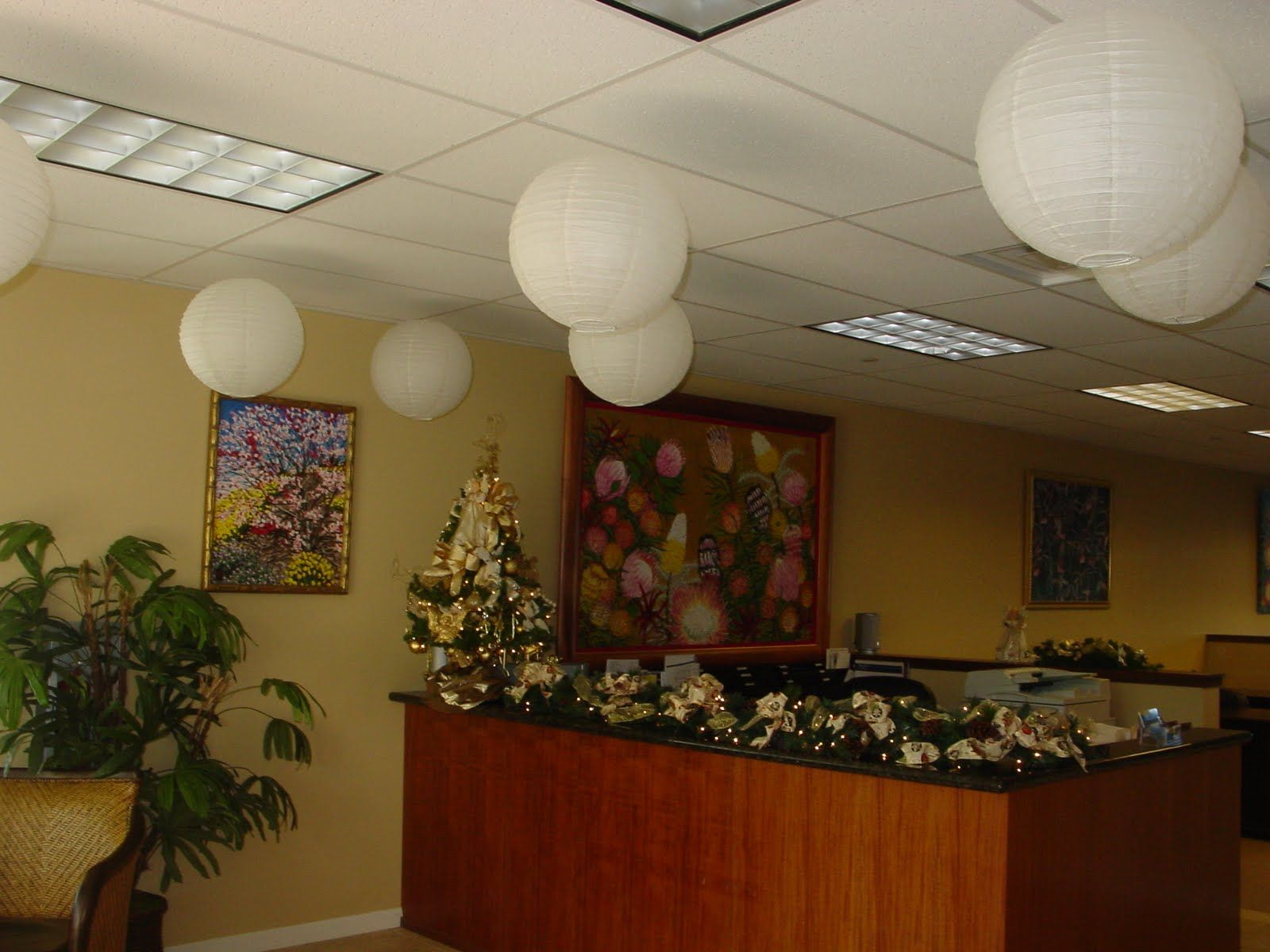 11 Amazing Christmas Decorating Ideas For The Office Images
