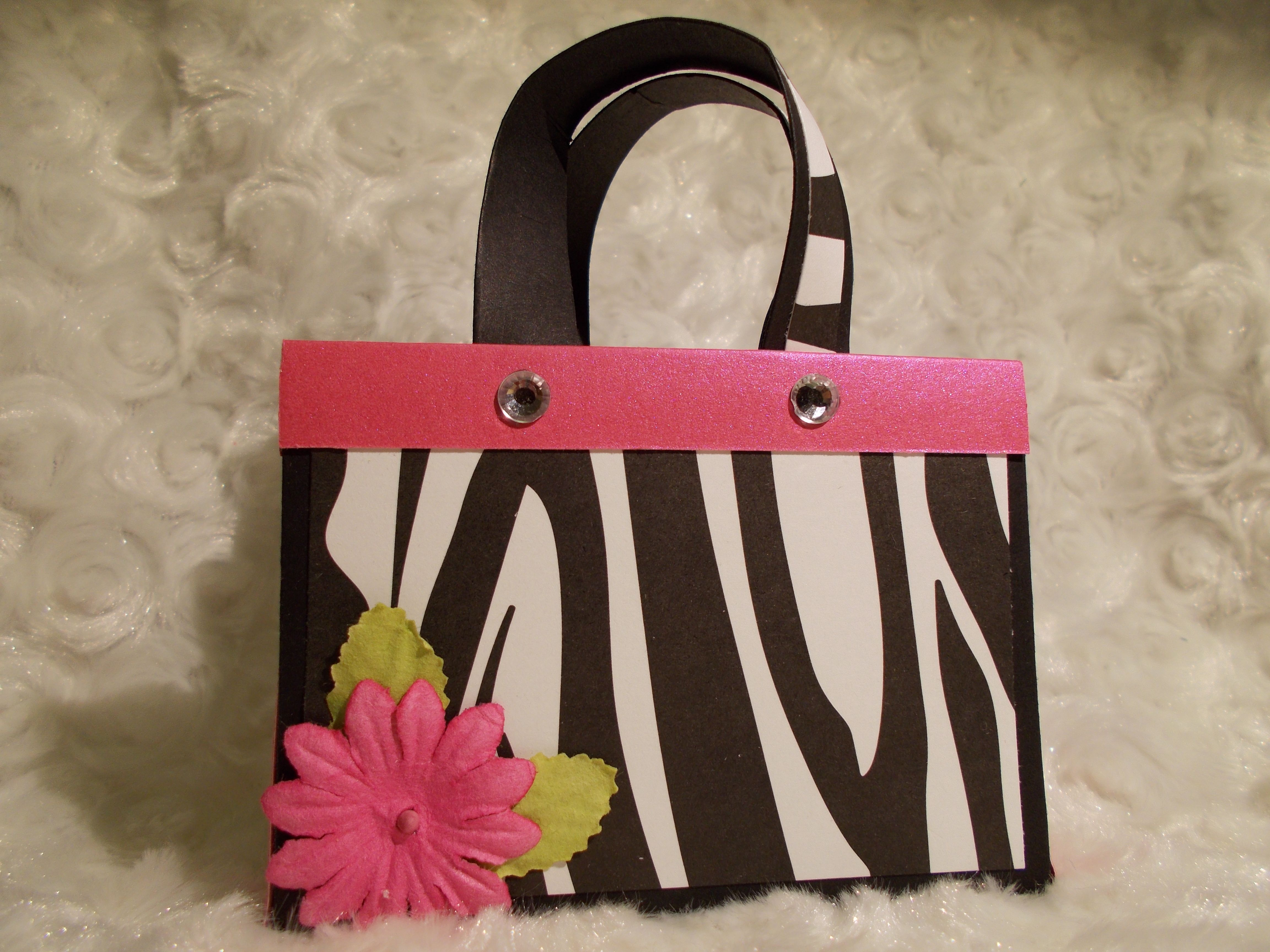 Gift bag/favor bag gift card or candy holder purse created by http://crafts-by-melinda.blogspot.com/