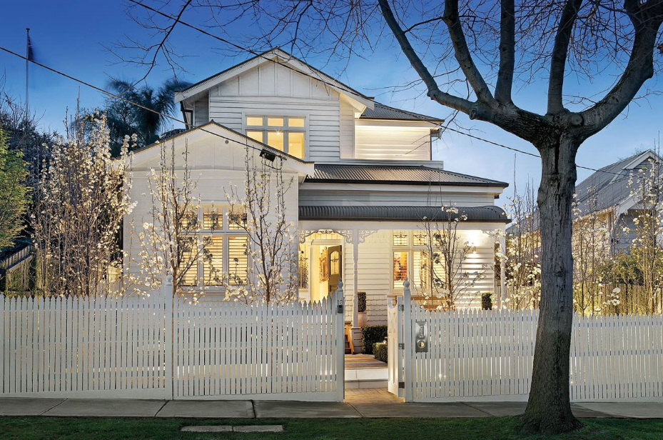 забор для фасада дома фото