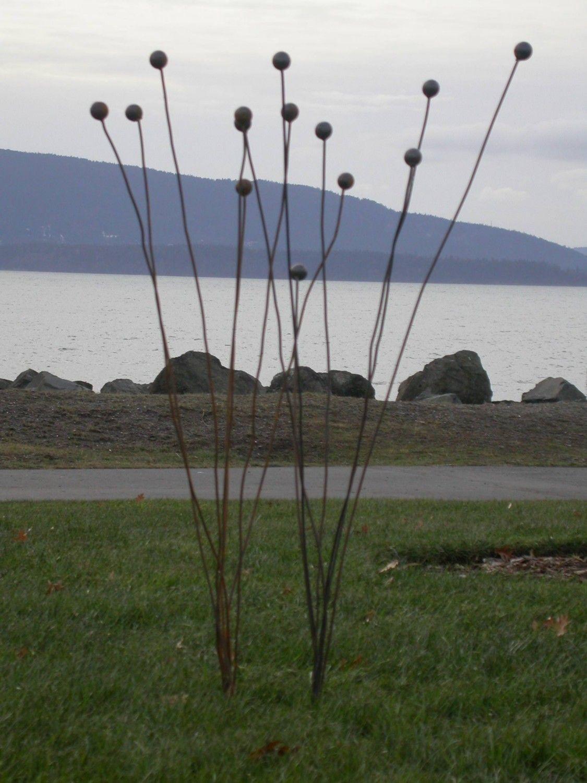 Kinetic Garden Sculpture (Ball Weeds). Redgrassdesigns Via Etsy.