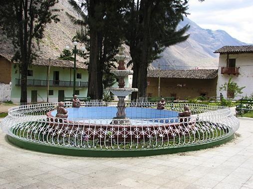 Acabo de compartir la foto de Rita Lopez que representa a: Plaza de Huaylillas
