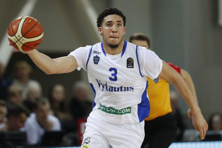 Liangelo Ball Drops 12 In Loss To Neptunas As Lamelo Sits Again With Back Injury Bleacher Report Liangelo Ball Lonzo Ball Nba Draft