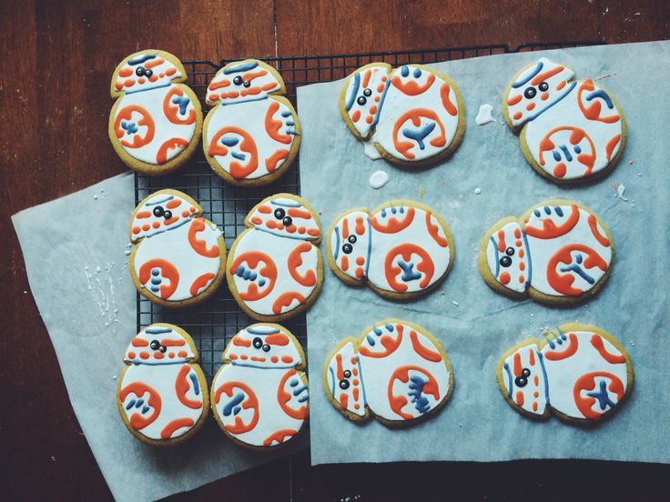 Pin by katie c on its bb8 star wars cookies star