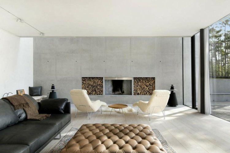 Die Villa besitzt im Wohnzimmer einen modernen Kamin Kamin