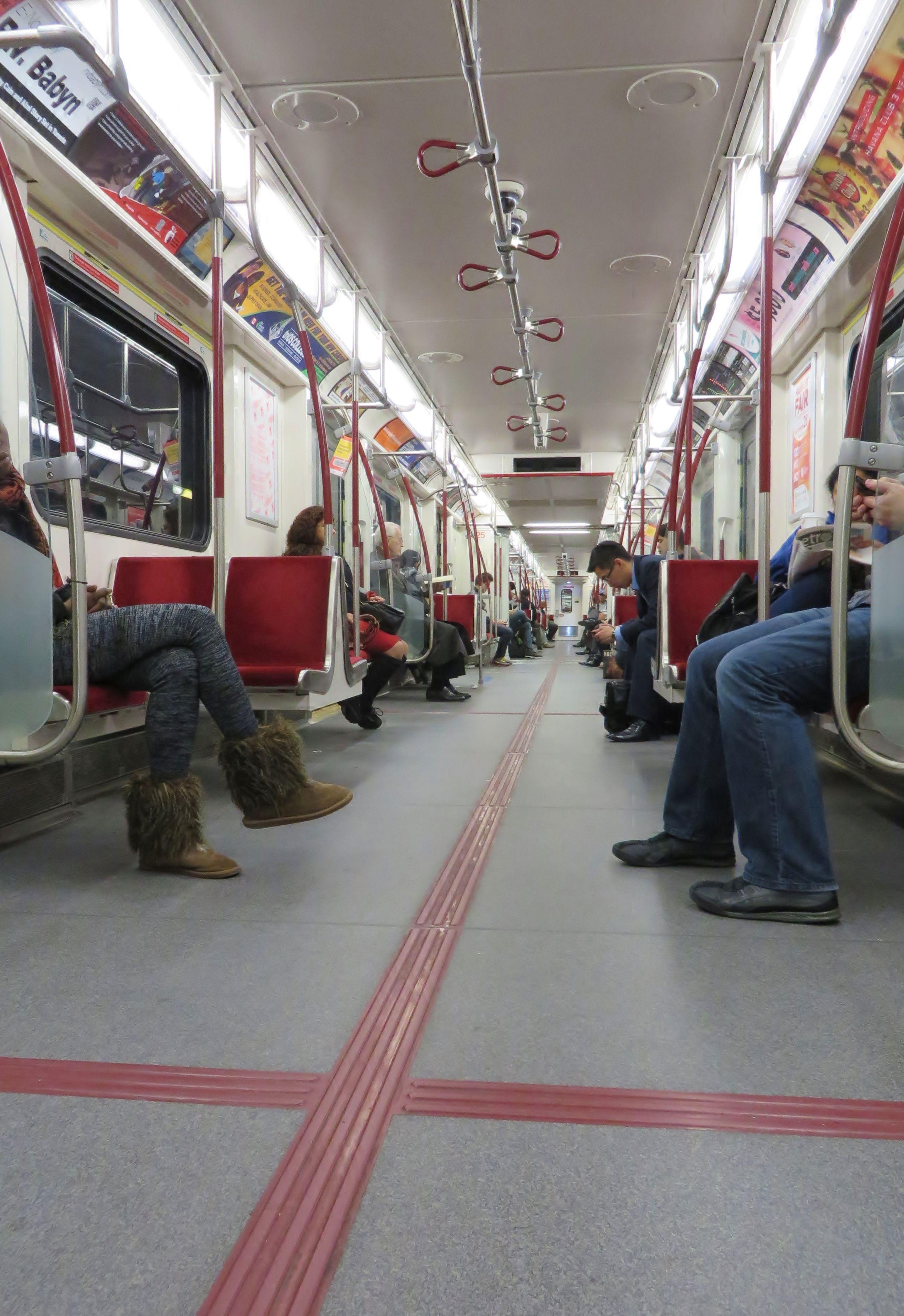 Le Métre Toronto Ontario Canada Toronto Ontario Canada Ontario Canada Toronto Ontario