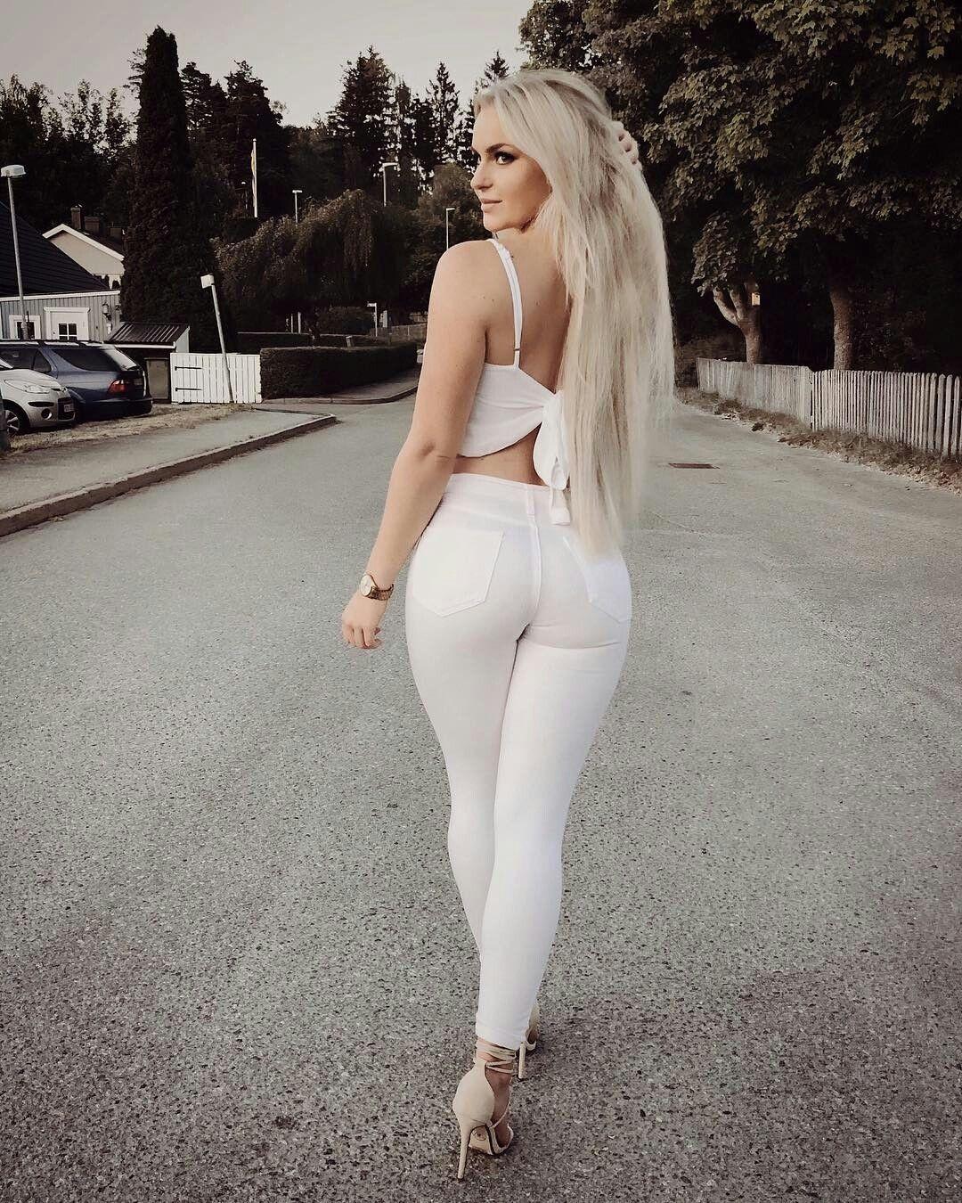 Девушка в белых обтягивающих штанах, домашние фотографии мужчин