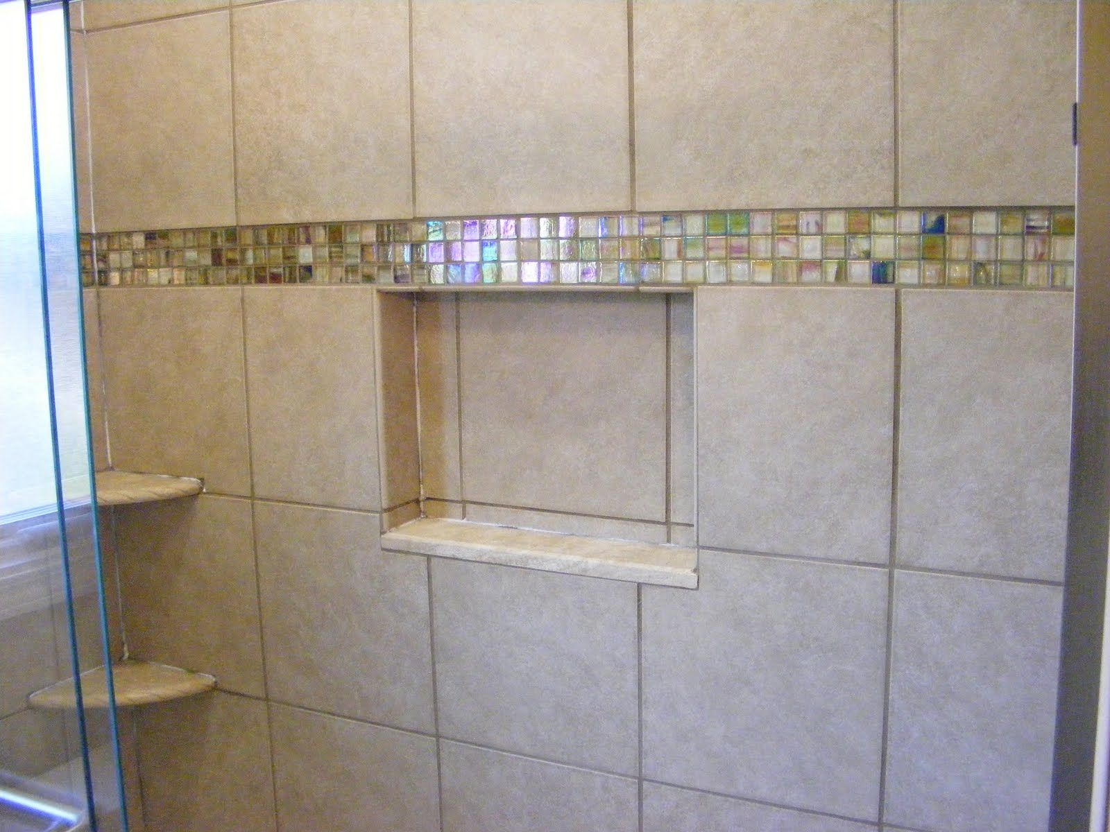 Glass tile accent line in shower | Bathrooms | Pinterest | Tile ...