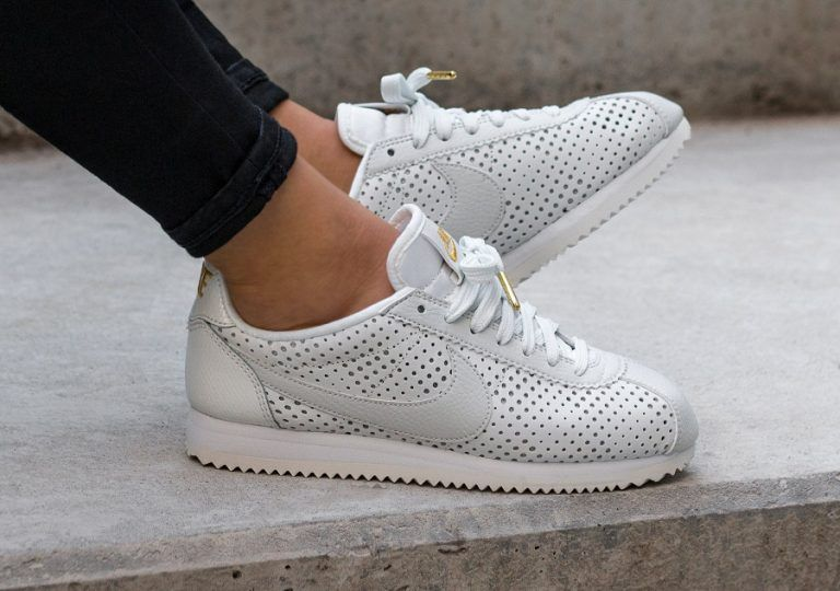 official photos f7dc2 1a2d9 Chaussure Beautiful x Powerful Nike Cortez SE PRM White Gold (Elaine  Thompson) (1)