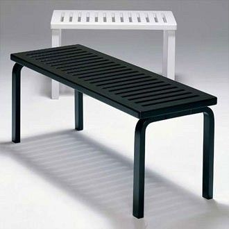 Oh joy! I just received one of these babies as a birthday present from my lovely hubby and my dear parents! Artek bench 153B, designed by no other than Alvar Aalto.