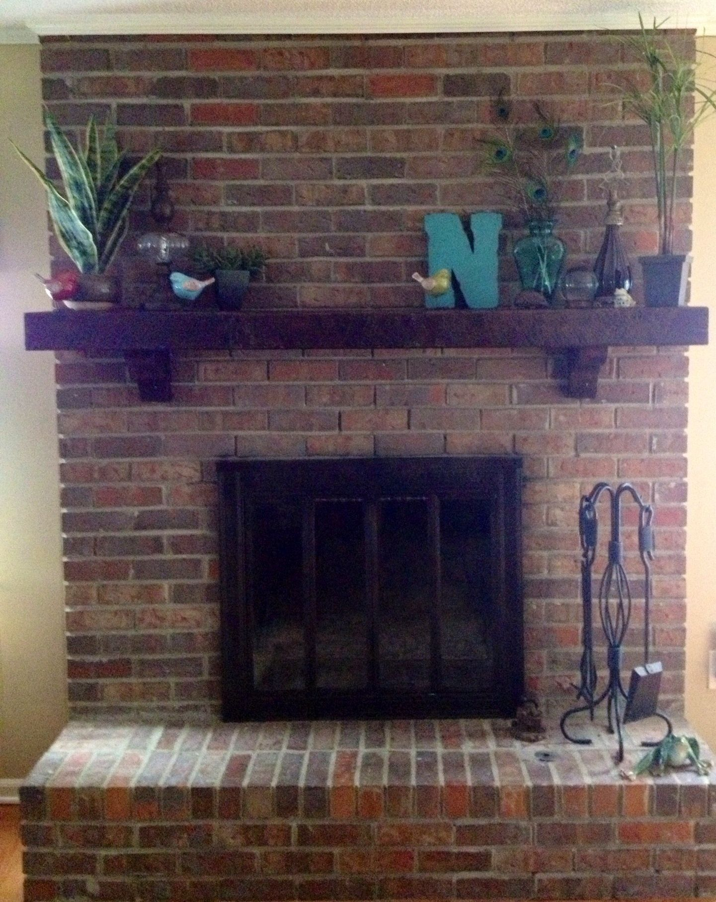 Restained Mantle Home Remodeling Room Design