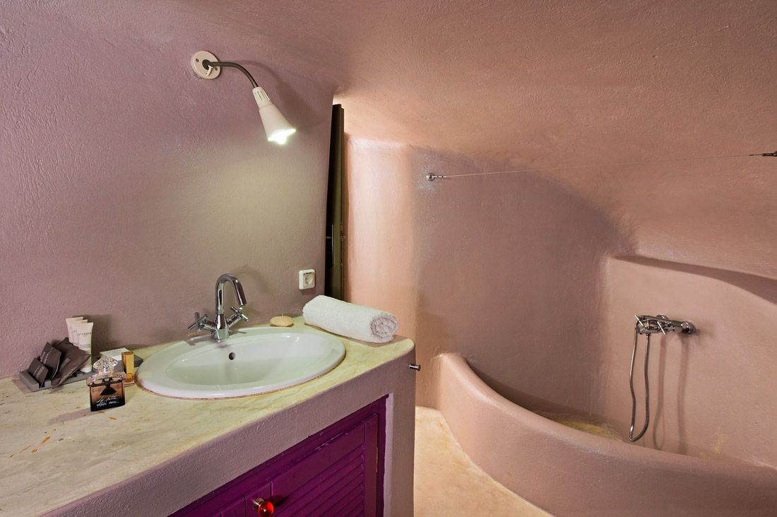 Bathroom with rounded walls and integrated shower