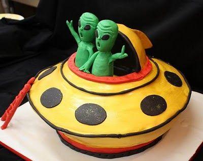 Phenomenal Wedding Couple Alien Cake With Images Alien Cake Halloween Funny Birthday Cards Online Elaedamsfinfo