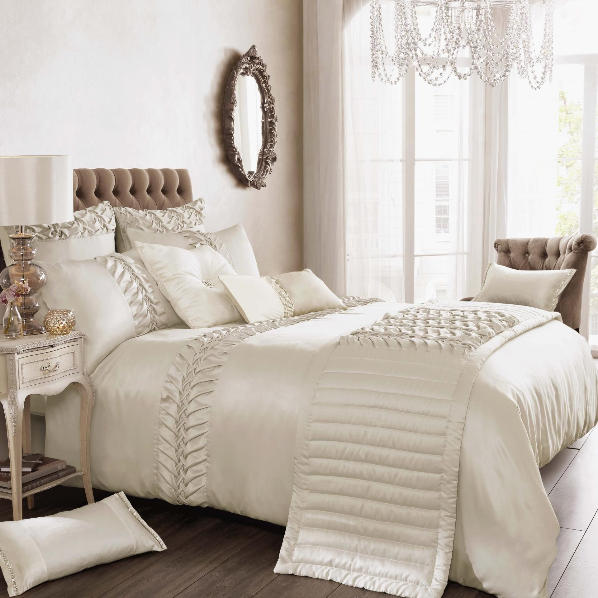 Things To Keep In Mind While Buying Luxury Bedding Sets Bed Linens Luxury Luxury White Bedding Luxury Bedding