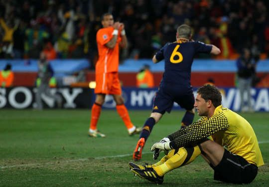 Netherlands Keeper Maarten Stekelenburg Shows His Dejection After Conceding Winning Goal To Andres Iniesta During The 2010 Fifa W Fifa World Cup World Cup Fifa
