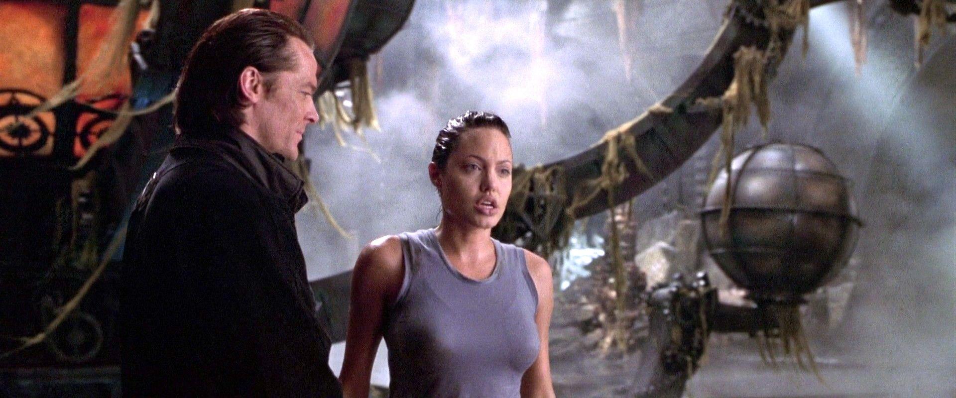 Powell Et Lara Tomb Raider Angelina Tomb Raider Tomb Raider 2001