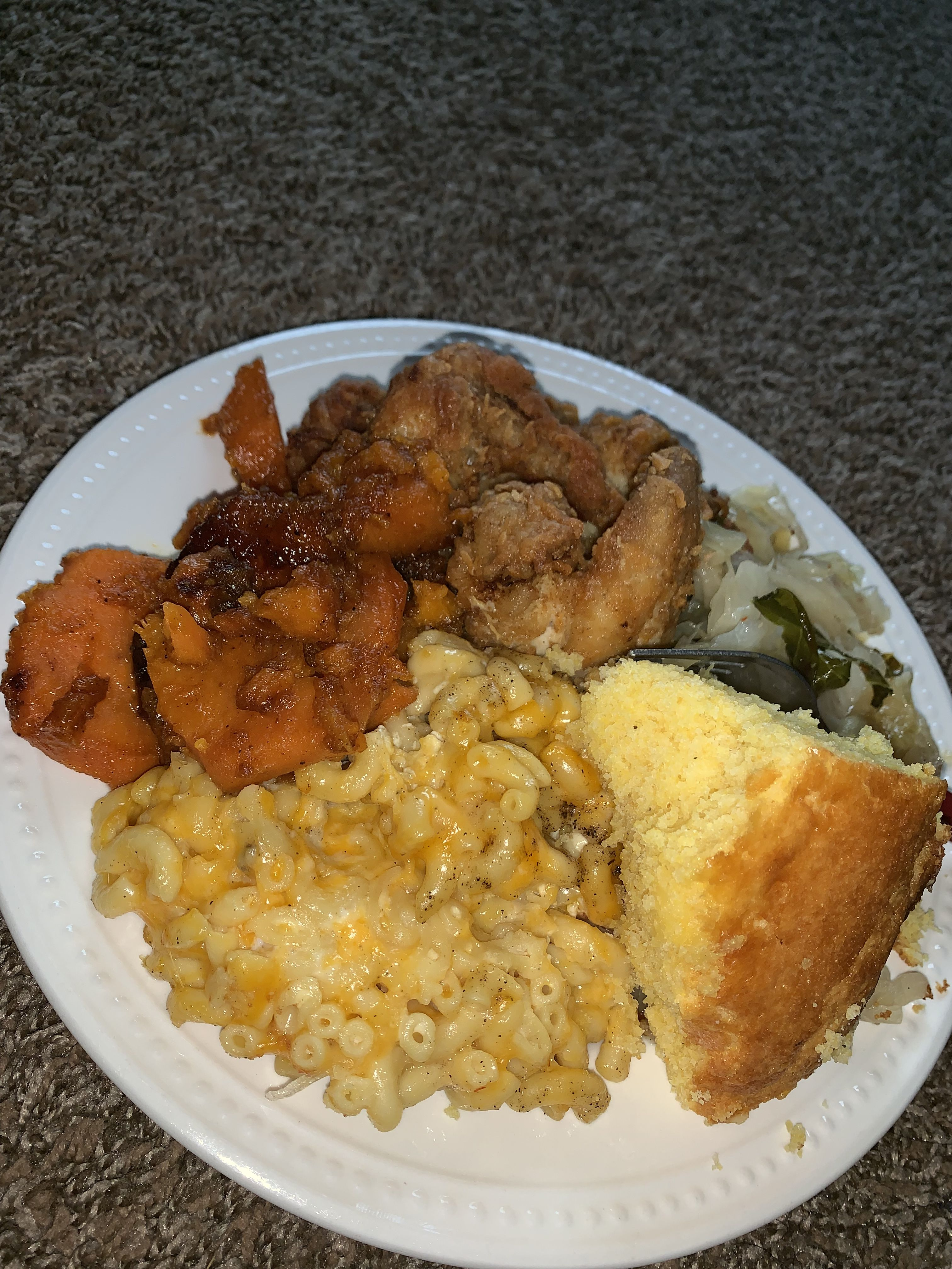 Soulfood Sunday 🤤 Mac, yams, chicken, cabbage, corn bread