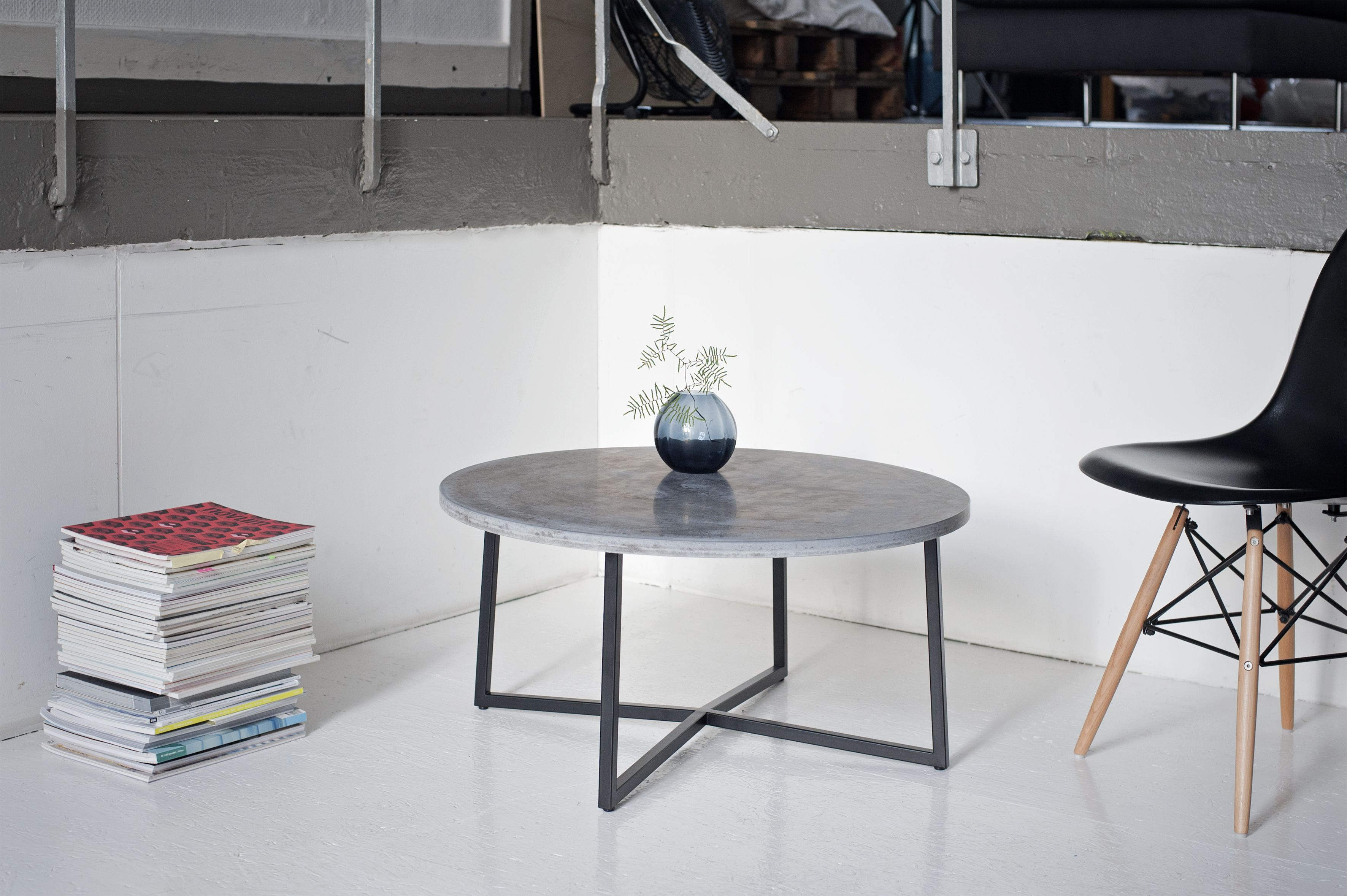 handgefertigter couchtisch aus beton, 80 durchmesser. betonmöbel