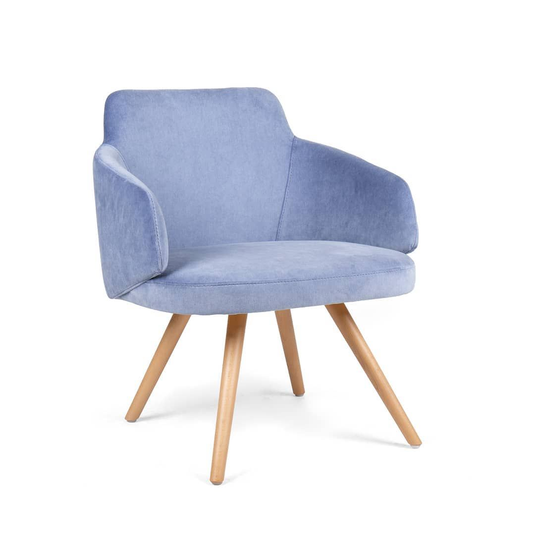 The Nuzzle Mass is the perfect complement for your Nuzzle chairs. The lounge chair is an elegant and extremely comfortable piece, that will make the finishing touch on your interior design project. #fenabel #theheartofseating #loungechairs #nuzzlecollection #newmodels #portugalhomeweek #designchairs #madeinportugal