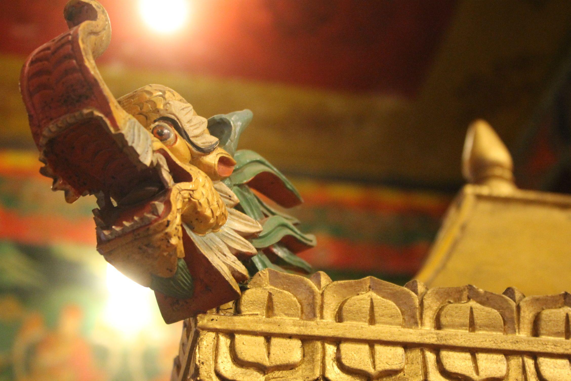 Detalle del interior de un templo Boudha Nath