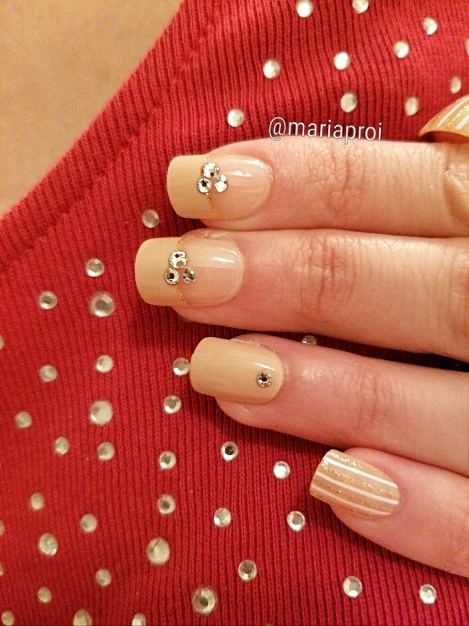 Nails: nailbliss Magic Press @dashingdivapro ; Rafaella sparkle top ...