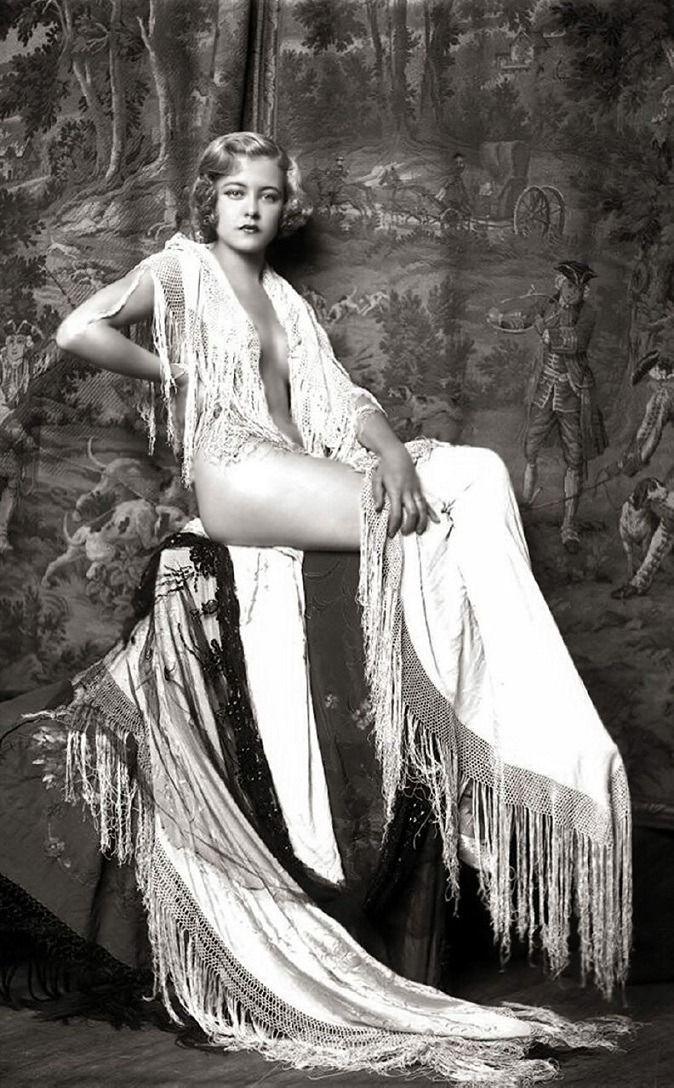 Alfred Cheney Johnston Photo Ziegfeld Girl on toe shoes