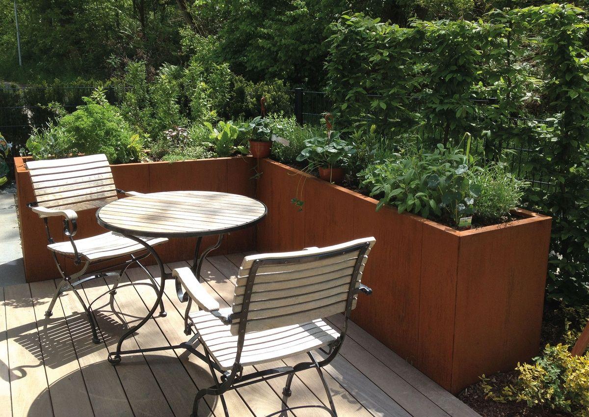 Gartenidee mit einem hochbeet den garten gestalten for Gartengestaltung metall rost
