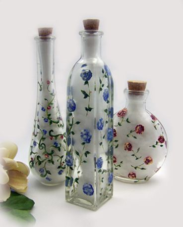Frangipani Décor: Painted bottles charming!