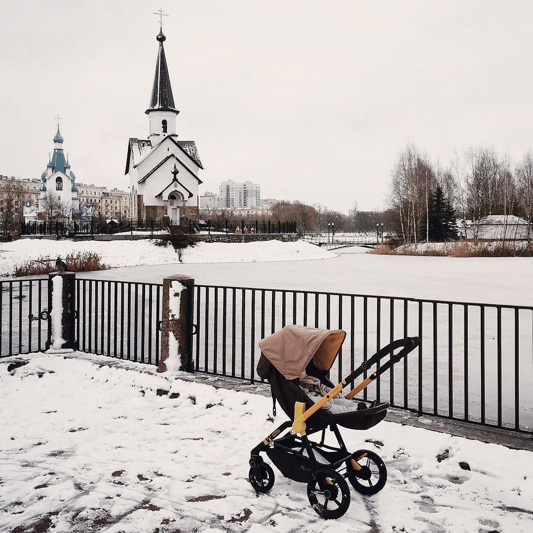 Let\'s welcome winter by going to the snow with our off-road stroller ...
