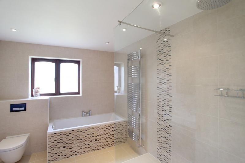 Photo Of Minimalist Modern Beige White Bathroom With Bath Bath Tub Shower Shower Enclosure Tiles Modern White Bathroom Beige Tile Bathroom White Bathroom Tiles
