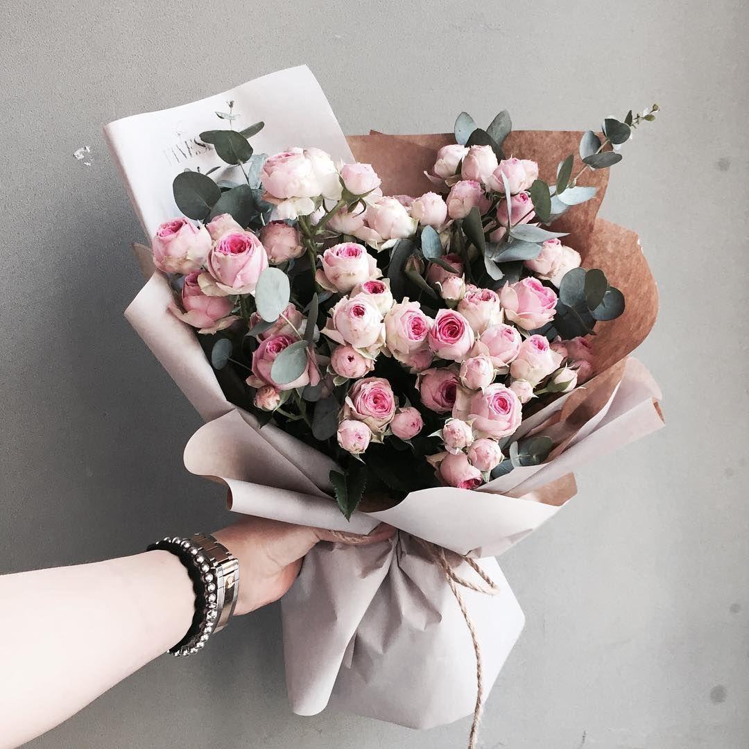 . Lesson,Order kakaotalk ID vaness52 . #vanessflower #vaness #flower #florist #flowershop #handtied #flowergram #flowerlesson #flowerclass #花艺 #花束 #바네스 #플라워 #바네스플라워 #플라워카페 #플로리스트 #꽃다발 #부케 #원데이클래스 #플로리스트학원 #화훼장식기능사 #플라워레슨 #플라워아카데미 #꽃스타그램 . . . #꽃다발 #핸드타이드 . . 센세이션 장미 다발 귀욥당