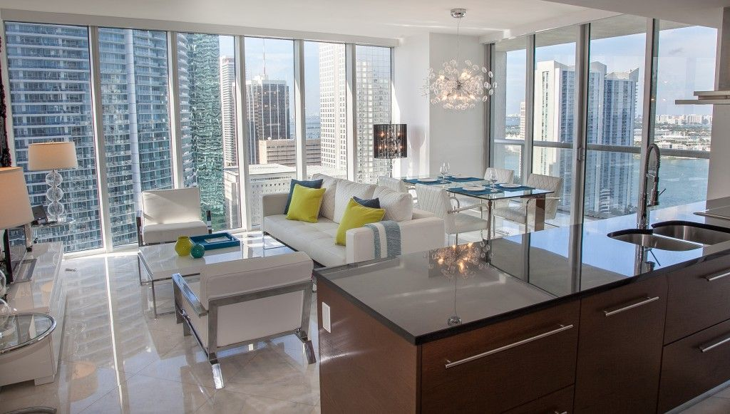 Amazing Views Through Floor To Ceiling Windows Large Spaces Plenty Of Light Miami Apartment Decor Downtown Apartment Decor Floor To Ceiling Windows
