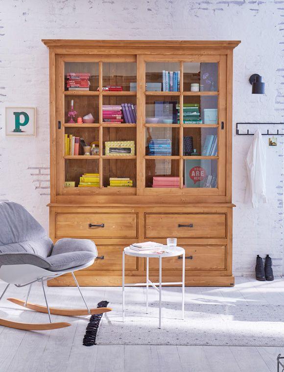 gro e vitrine aus kiefernholz mit schiebet ren und sch ben lieferbar in gewachst und wei. Black Bedroom Furniture Sets. Home Design Ideas