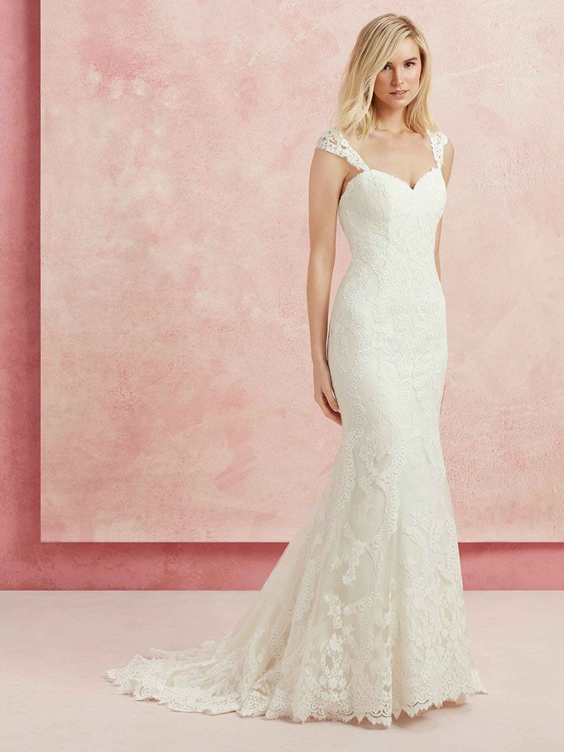 Style BL218 Harmony, sample size 6. The sweetheart neckline of ...