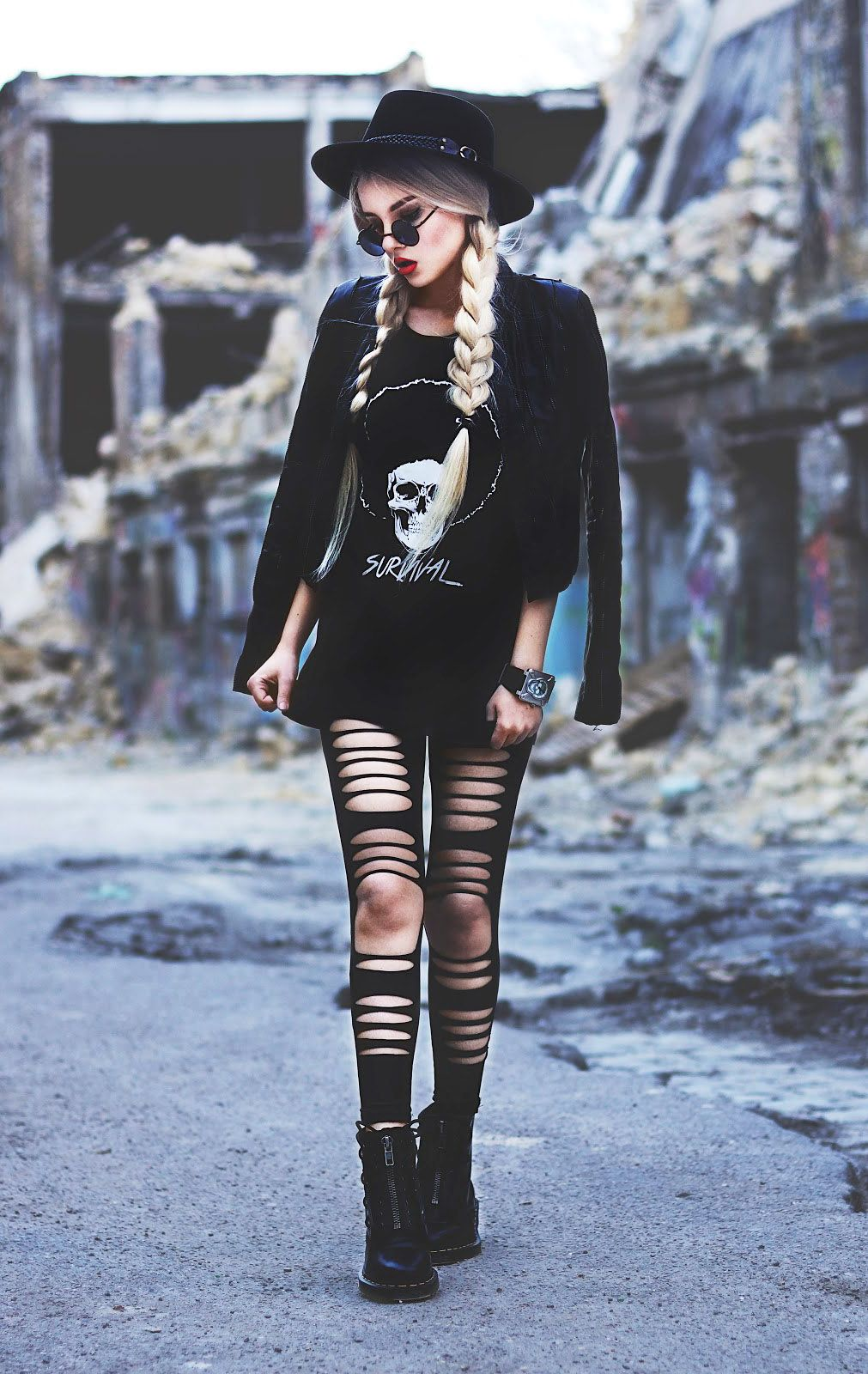 Black t shirt grunge - 29 Fall Grunge Outfit Ideas To Wear Now