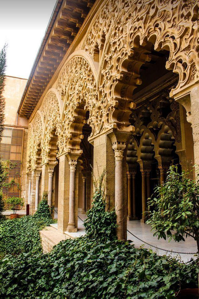 Palacio De La Aljaferia Zaragoza Spain By Moorish Architecture Ancient Architecture Islamic Architecture
