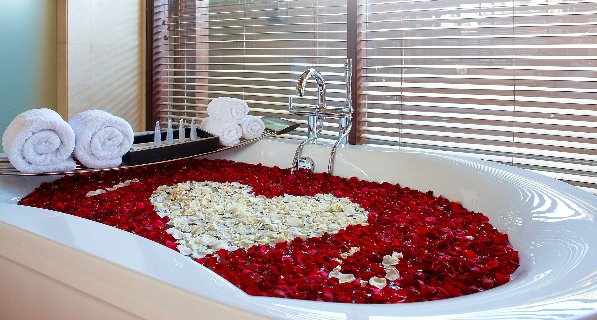 Romantic Bathtub Honeymoon
