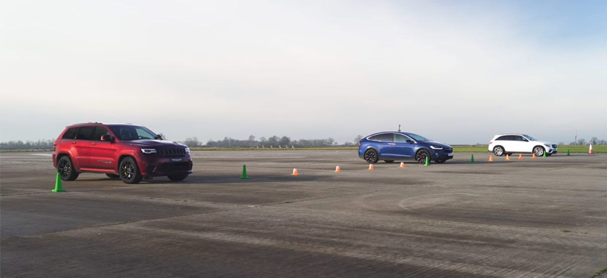 Watch Tesla Model X P100d Absolutely Crush Jeep Trackhawk In A 1 4