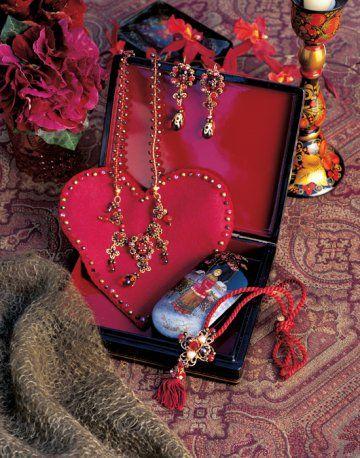 Des bijoux en verre et perles de rocailles / Glass jewels and pearls of loose stones