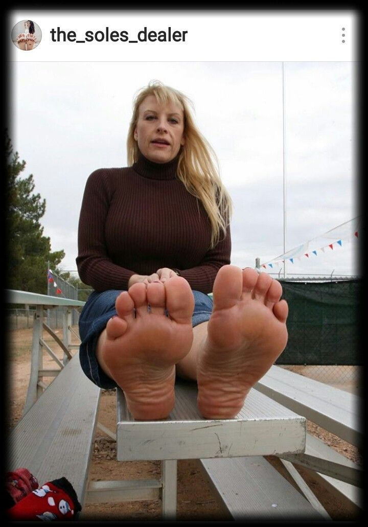 Mature women toes