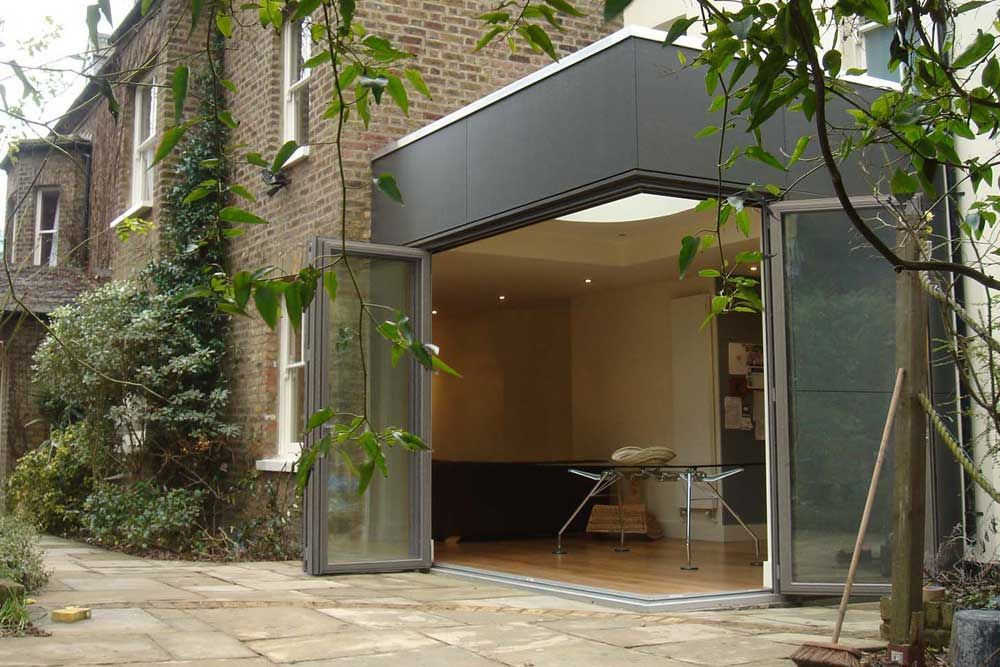 A Sunflex SF75H timber bi-folding door system with a moveable corner post & A Sunflex SF75H timber bi-folding door system with a moveable ... pezcame.com