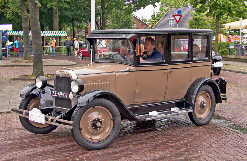 1926 Chevrolet Superior V 4 Door Sedan 2 8l 4 Cylinder Valve In Head Engine At 26bhp Photo By Clay Chevrolet Sedan Chevrolet Corvette