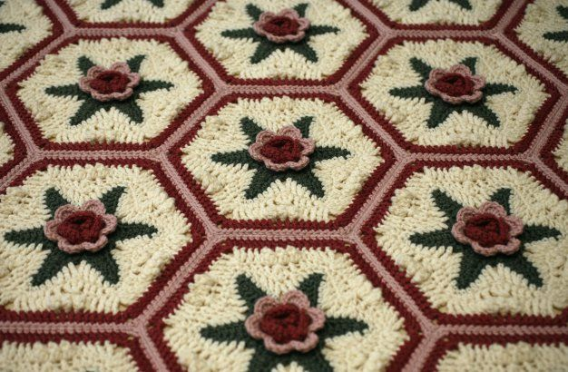 Malmaison Hexagonal Rosy Motif - free crochet pattern