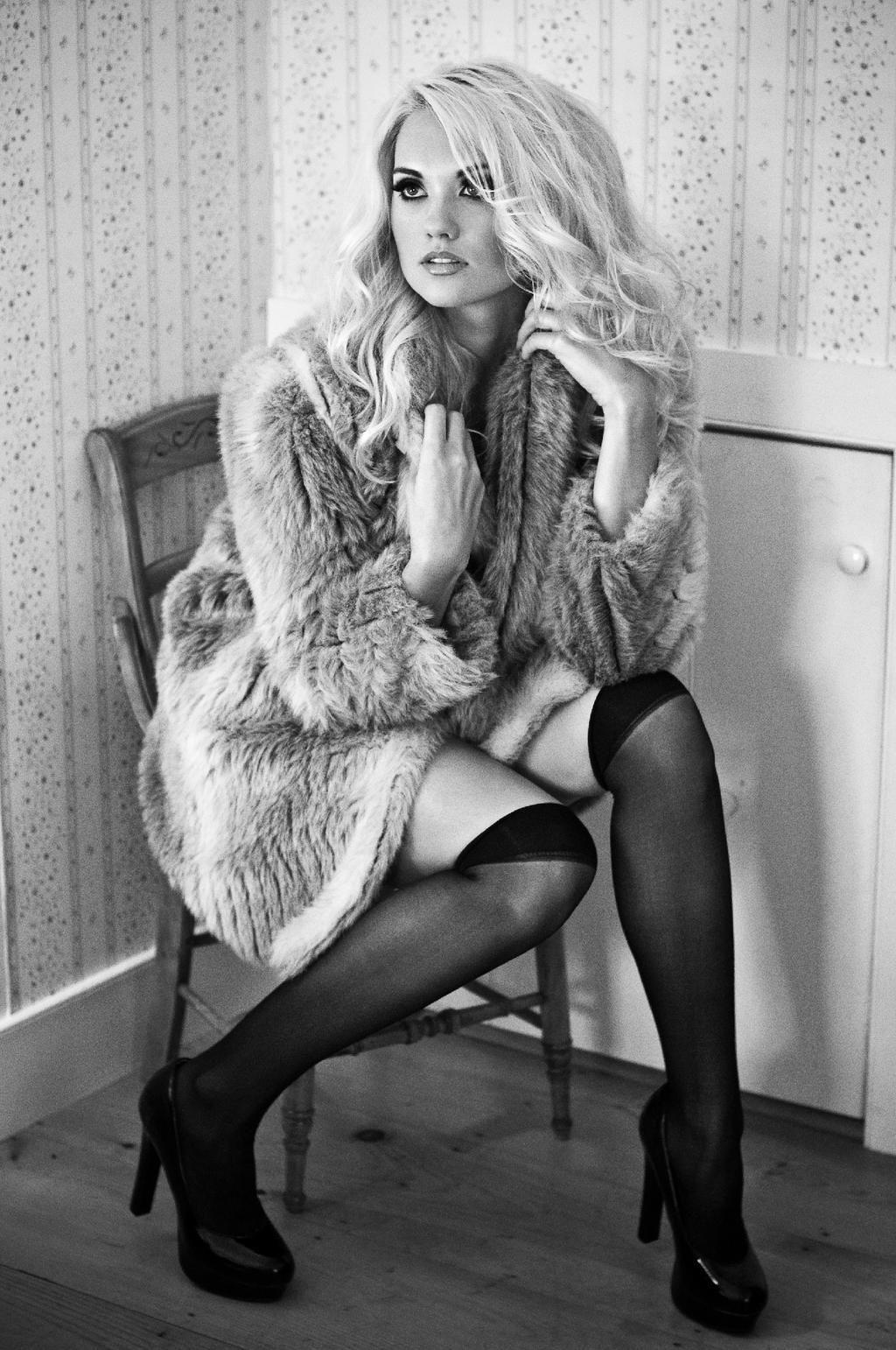 Laura America S Next Top Model Con Immagini Foto In Bianco E