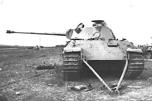 Panzer Panther, Ausf D. One of the many unlucky Panthers involved in the Battle of Kursk. Note the towing device mounted at the front. The Panther was not yet ready for action by the time of the Kursk offensive, but Hitler demanded the new tank was put in service and many broke down on the steppes due to engine fires or gearbox failure.