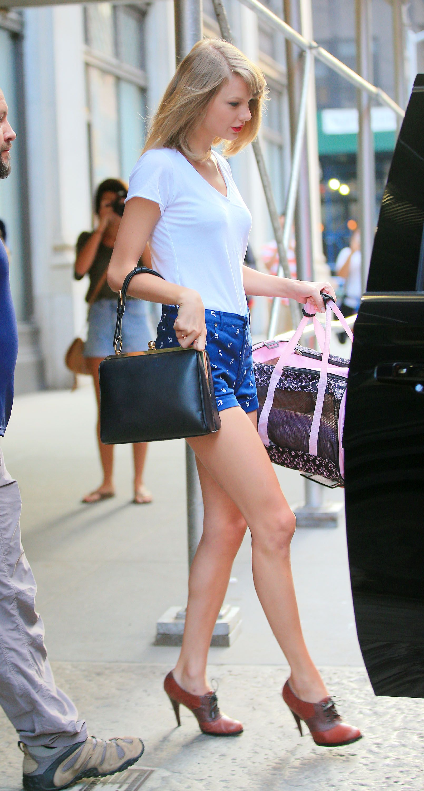 Pin by Paul Smith on Taylor Swift | Taylor swift legs ...