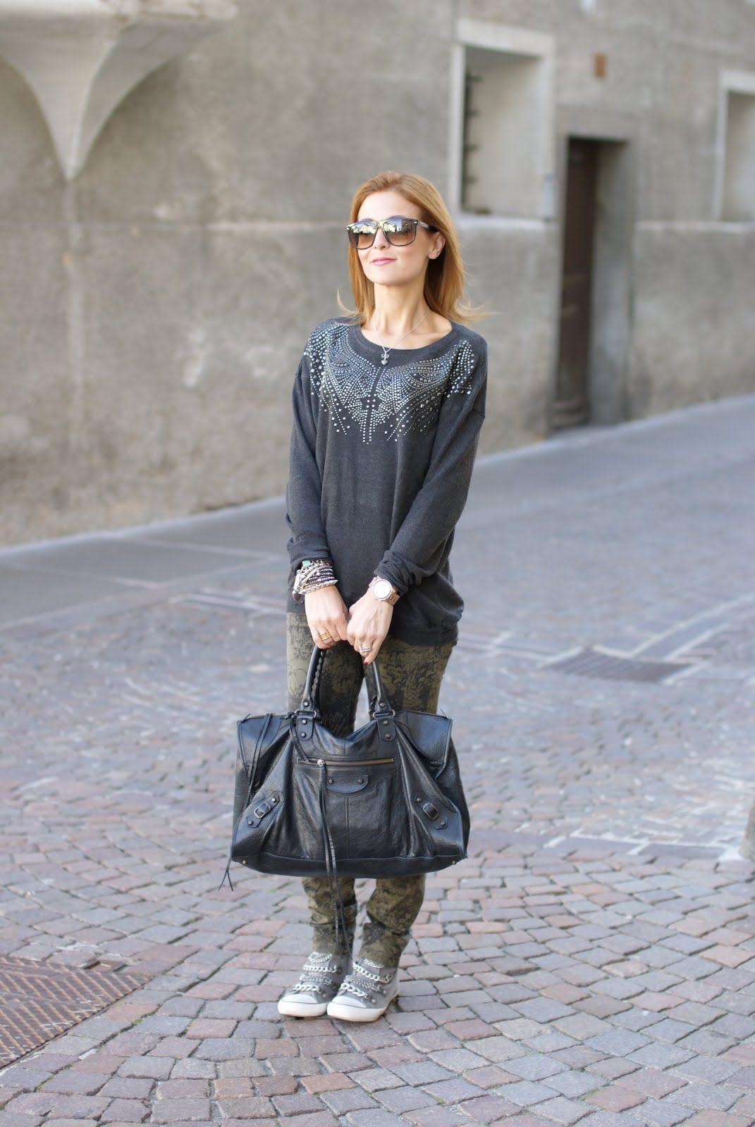 cb3633782a6 Street style: camouflage feather pants | Balenciagaisme | Balenciaga ...