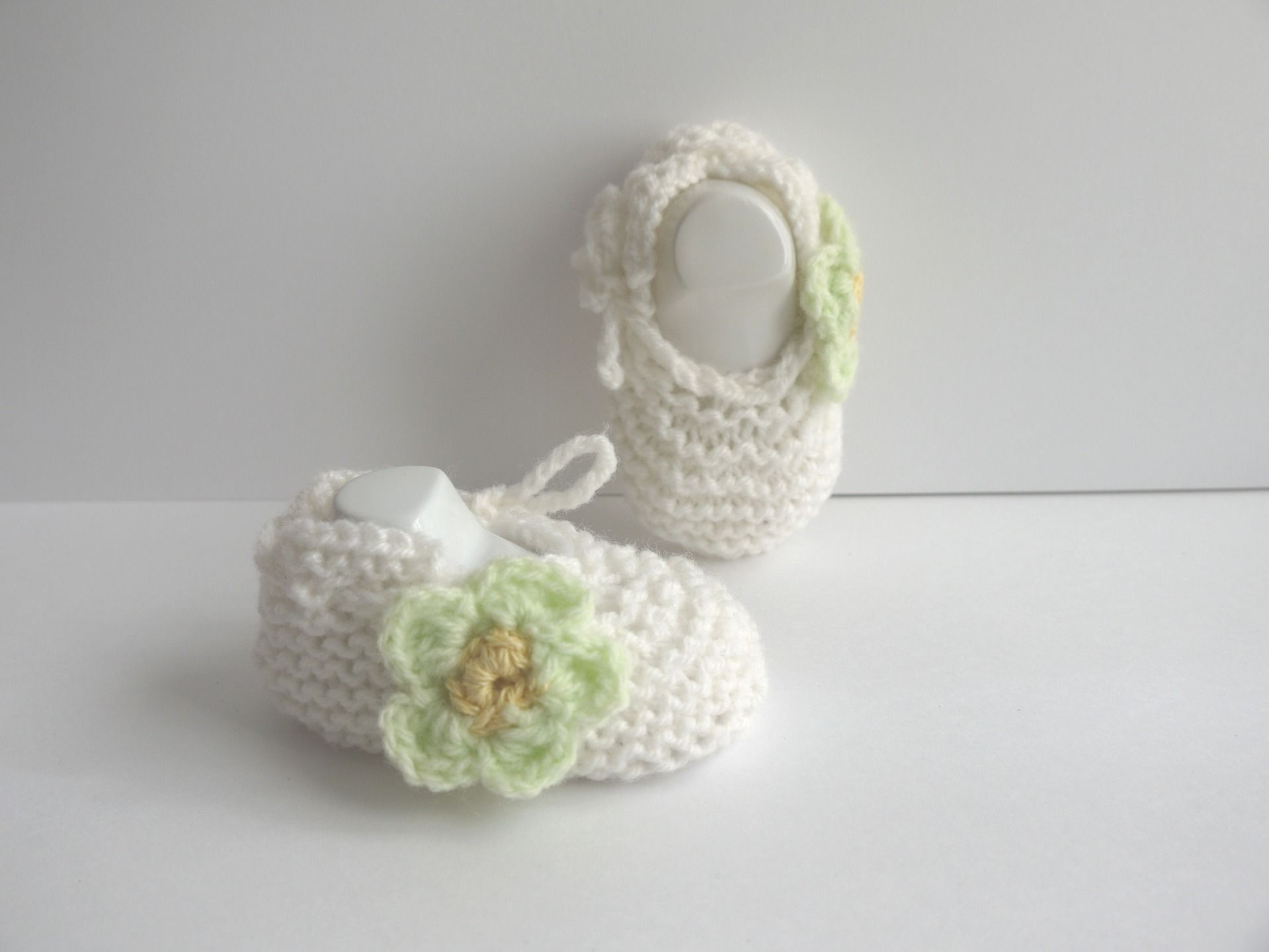 bada8071f91c9 ballerines bébé chaussons naissance 0 1 mois Blanc Fleur vert clair lacets    Mode Bébé